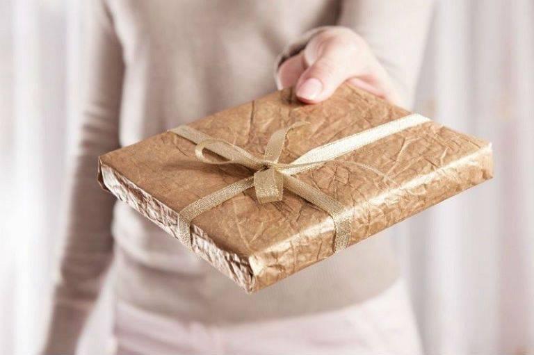 Упаковать подарок без бумаги 67