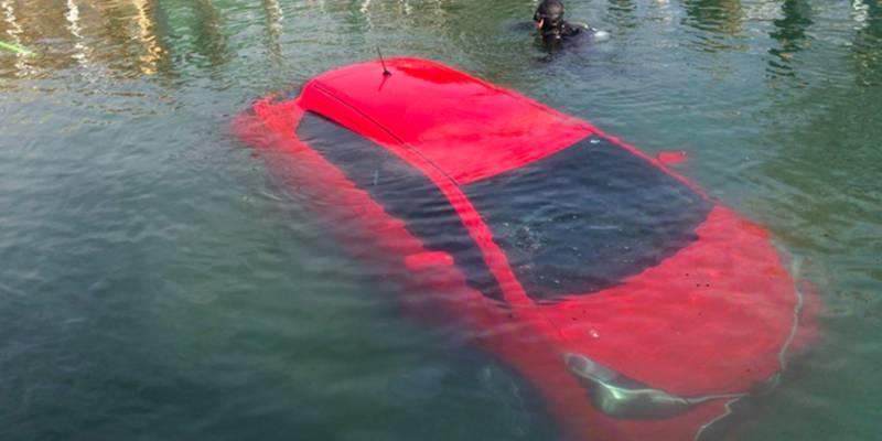 GPS-навигатор направил машину прямо в озеро, и женщина его послушалась! О чем она только думала?!