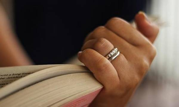 Вот на каком пальце не стоит носить кольцо