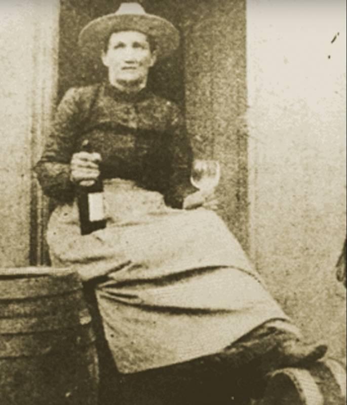 Эта женщина дважды была замужем, но попросила, чтобы её похоронили рядом с другим мужчиной. Её история никого не оставит равнодушным!