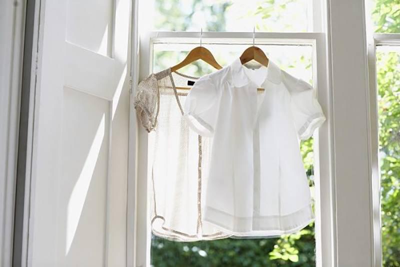 7 эффективных трюков для белой одежды, которые помогут вернуть ей прежний вид