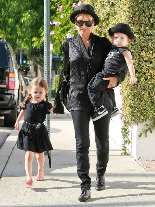 Семейный уют вместо тусовок и карьеры: 5 звезд, которых изменило материнство