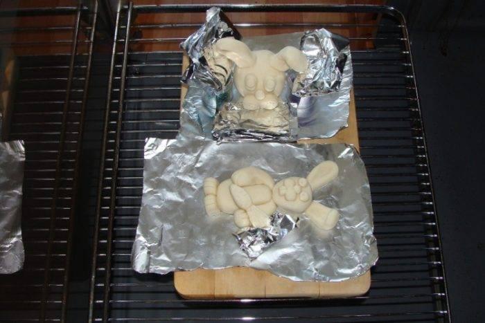 Как сушить поделки из солёного теста в духовке