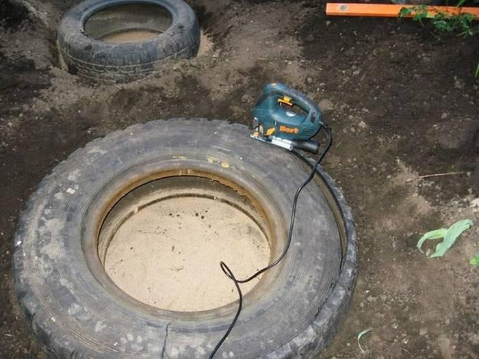 Женщина шикарно преобразила свой участок за сущие копейки, использовав лишь старые шины