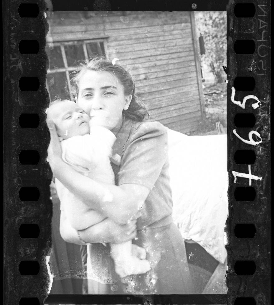 Еврейский фотограф показал миру снимки, которые в 1944-м зарыл от нацистов. Они раздирают душу…