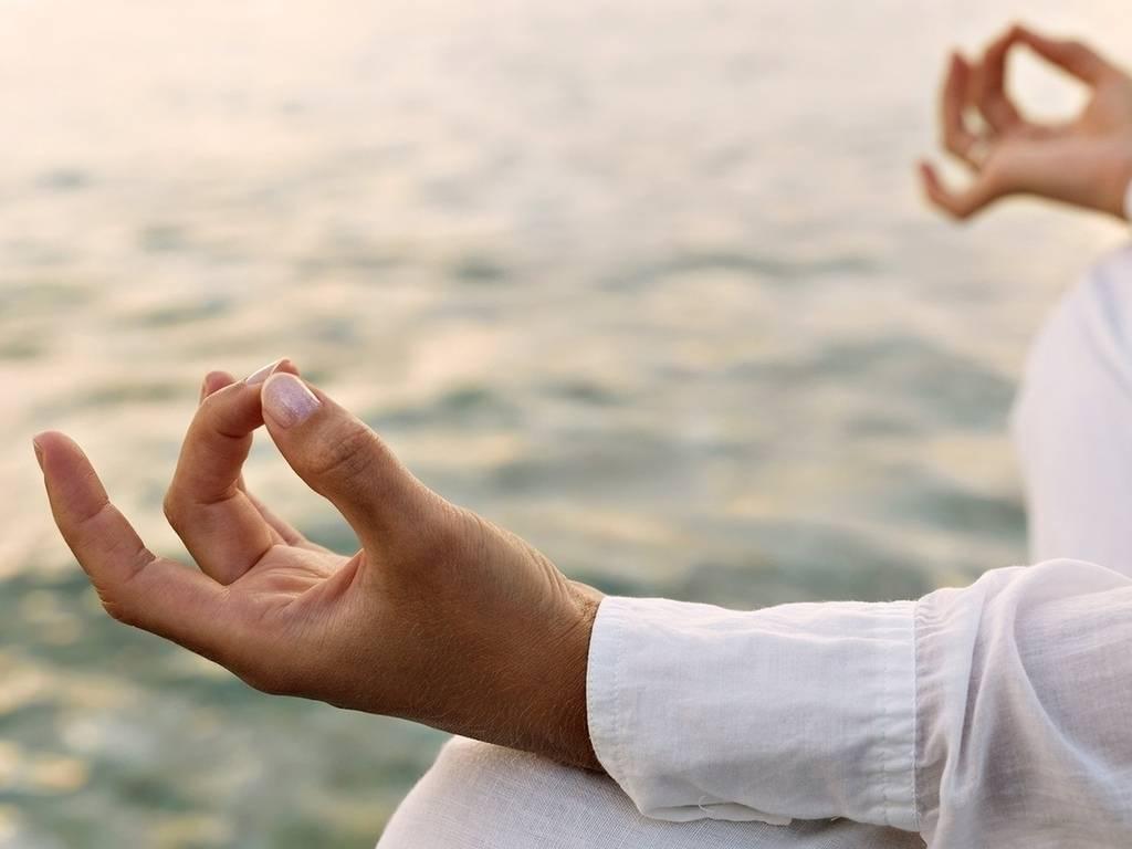 """Йога для рук: 8 """"поз"""", которые помогут справиться с мигренью и депрессией"""