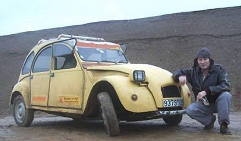 В 1993 году машина этого парня сломалась посреди пустыни. Только посмотрите, что он соорудил всего за 12 дней!