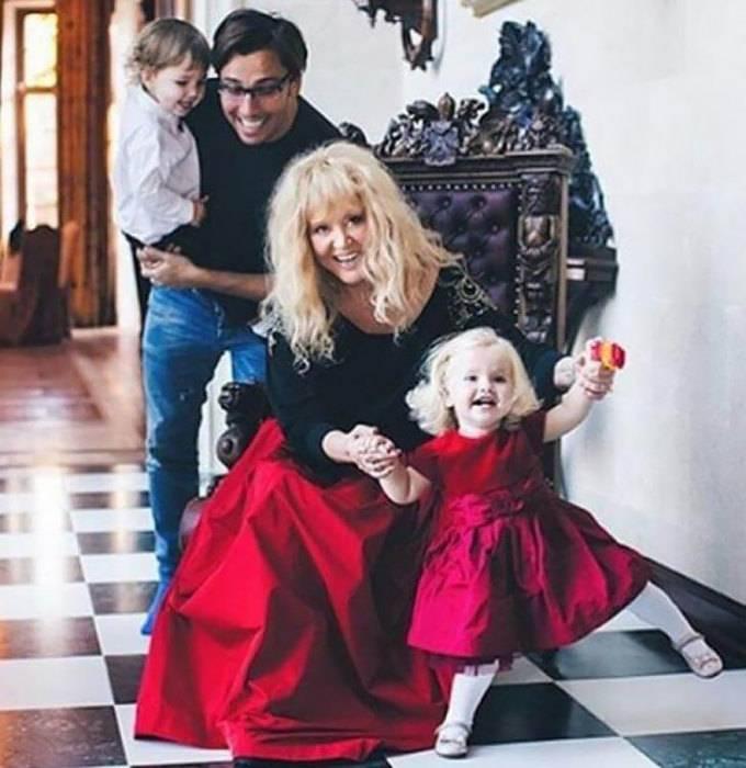 Российские и зарубежные звезды, чьих детей родили суррогатные матери