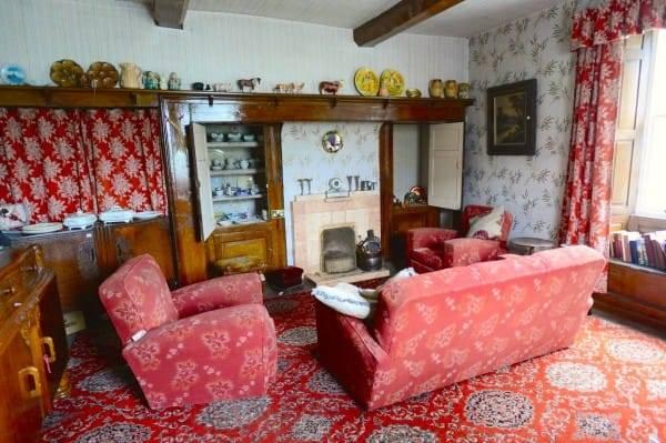 Этот домик кажется скучным, но, войдя внутрь, понимаешь, что время здесь остановилось в далеком 1940 году...