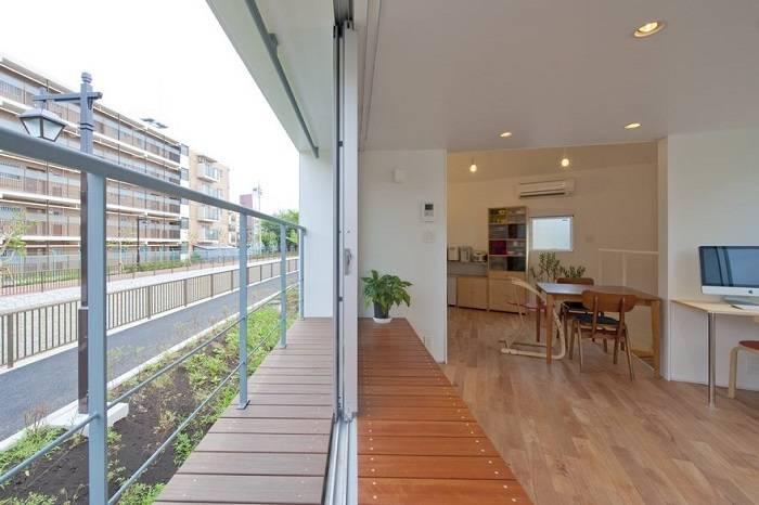 Этот дом в Японии кажется очень узким и маленьким, но внутри он выглядит совсем по-другому