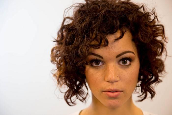 7 простых и шикарных причёсок, которые станут настоящим спасением в летний зной