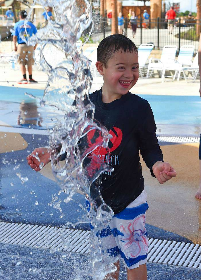 Открыт первый в мире аквапарк для детей с ограниченными возможностями