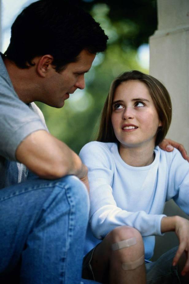 Отец запрещал дочке делать восковую эпиляцию. Только через 10 лет она узнала причину
