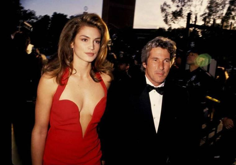 30 самых скандальных платьев в истории
