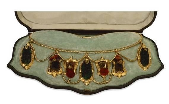 Вы ни за что не догадаетесь, из чего сделано это ожерелье! Жуть в чистом виде!