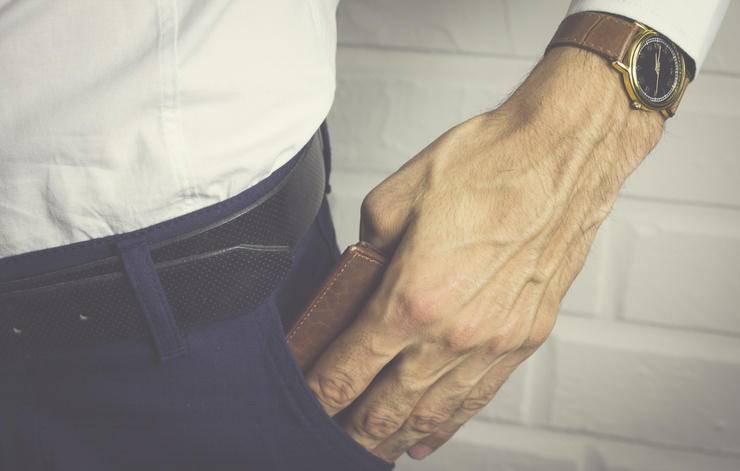 8 признаков, которые выдают изменщиков (по словам частных детективов, которые следили за ними)