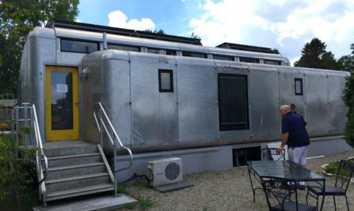 Пара приобрела дом, который не нужно подключать к городским электросетям, и поделилась своим опытом