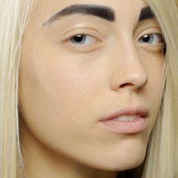 7 устаревших приемов в макияже, из-за которых вы выглядите старомодно