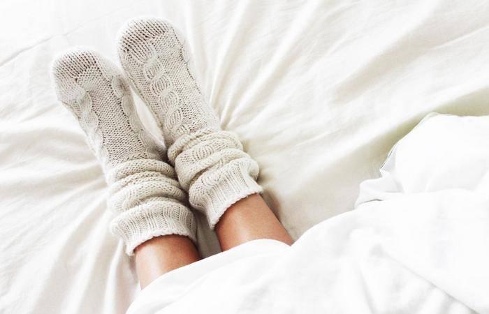 Домашний доктор: почему нужно спать в носках?