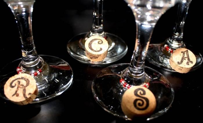 Использовать, нельзя выбрасывать: 11 красивых и полезных изделий из винных пробок