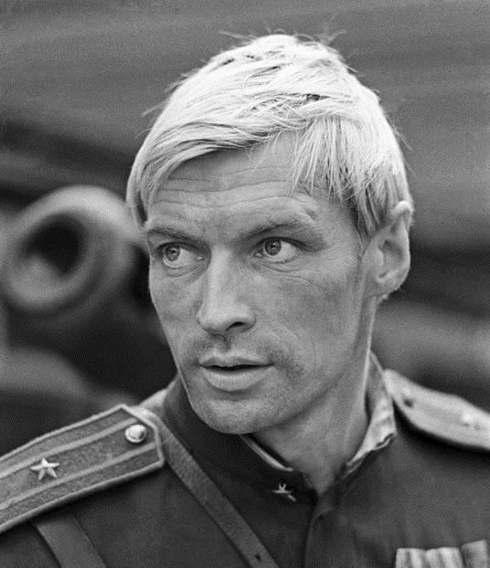 20 самых красивых мужчин советского кино