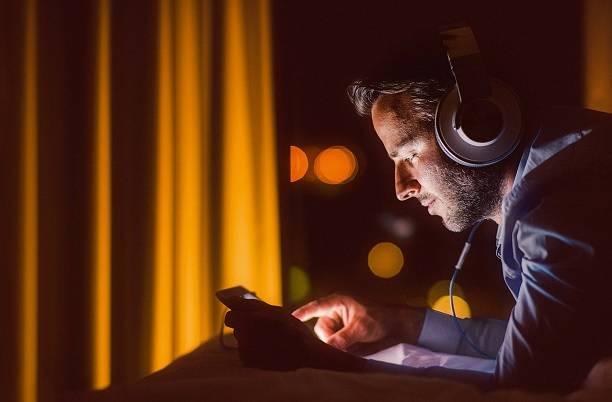 Муж в соцсетях. Что делать, если виртуальная жизнь затягивает?