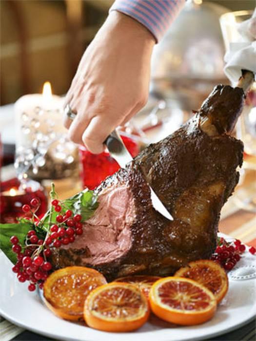 Главное блюдо вечера — баранья нога