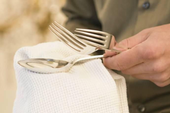 Как почистить серебро? Лайфхак для посуды и драгоценностей