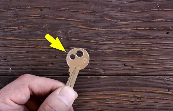 Зачем люди делают ещё одно отверстие в ключах, и Почему не помешает повторить за ними