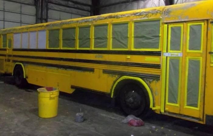 Семья с тремя детьми переехала в автобус из квартиры и не жалеет об этом