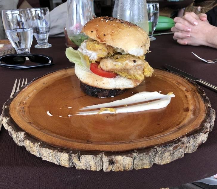 25посетителей кафе, которые никак неожидали увидеть наместе тарелок нечто другое