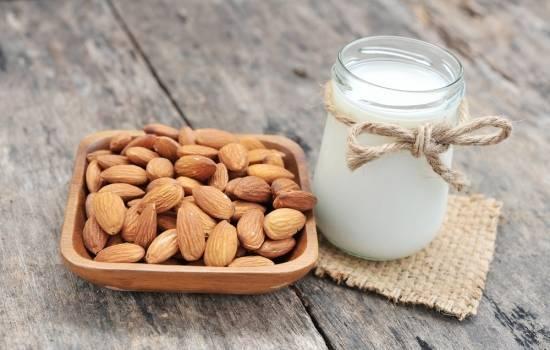 Польза и вред миндального молока. Почему мы так мало знаем о составе, правилах употребления, пользе и вреде миндального молока?
