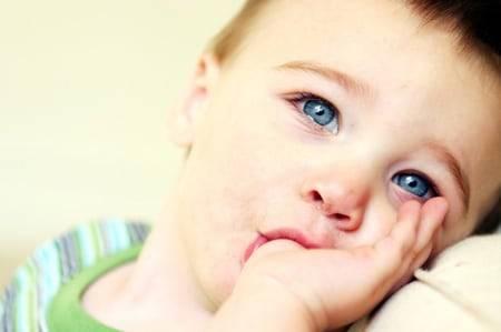 Причины появления и лечение белых язв во рту