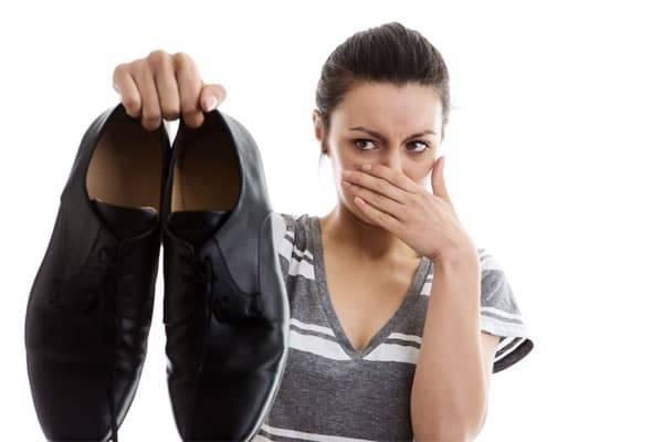 Как быстро и навсегда избавиться от запаха в обуви
