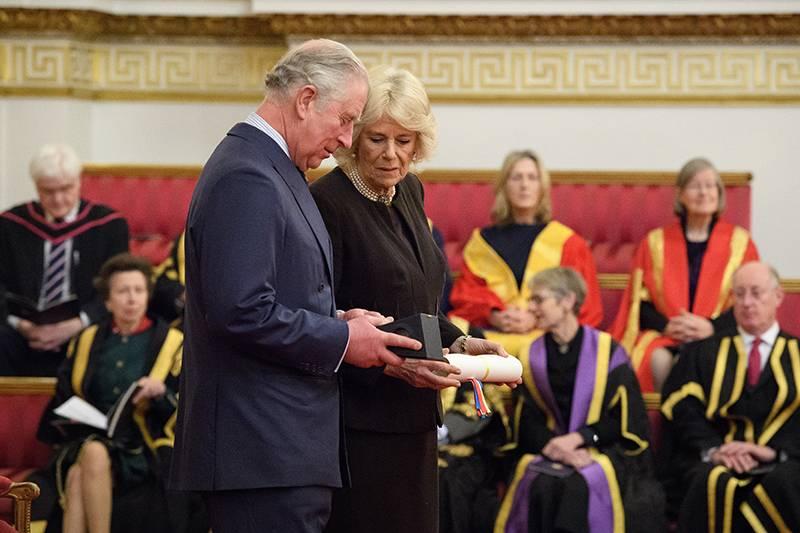 Дворцовые тайны: инсайдер рассказал об истинных отношениях внутри британской королевской семьи