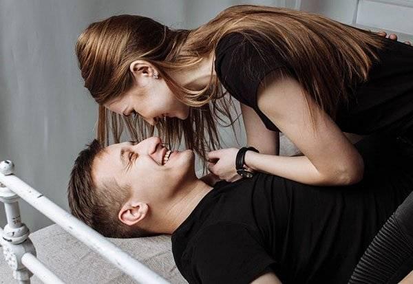 Как заставить мужчину думать только о тебе: 3 точных способа
