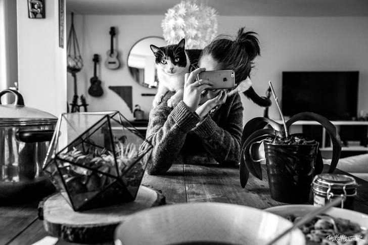 Девушка французского фотографа совсем нелюбит позировать, ноэто непомешало ему сделать крутые снимки