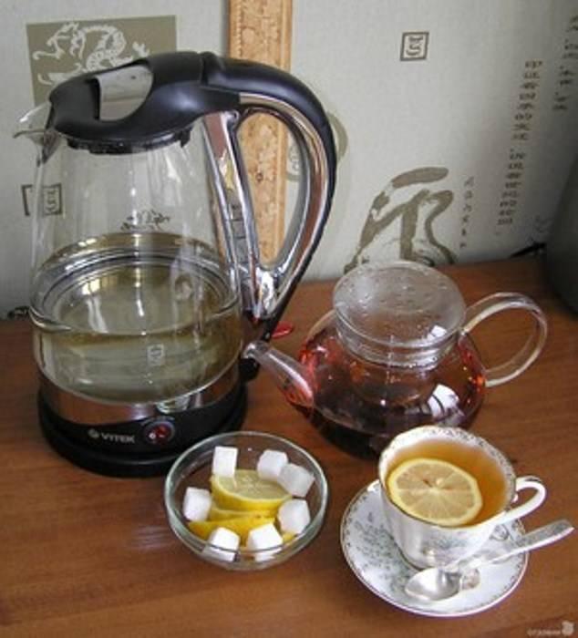 Вредно ли пить воду из пластмассового чайника, и еще 5 замечаний о кухонном электроприборе