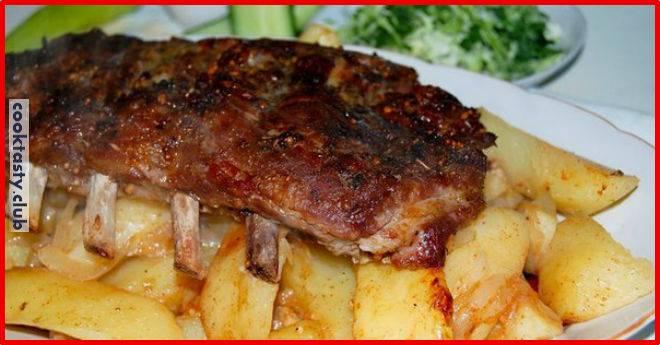 Свиные рёбра с картофелем, приготовленные в рукаве!