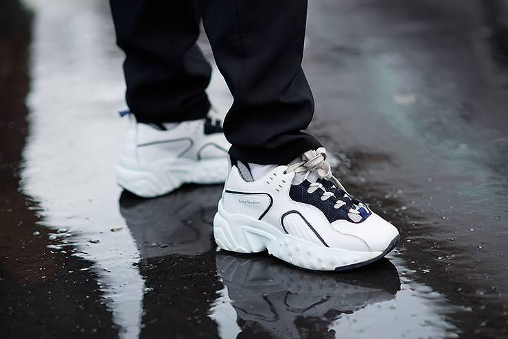 Тетя Ася будет рада: 5 способов надолго сохранить белые кроссовки белыми