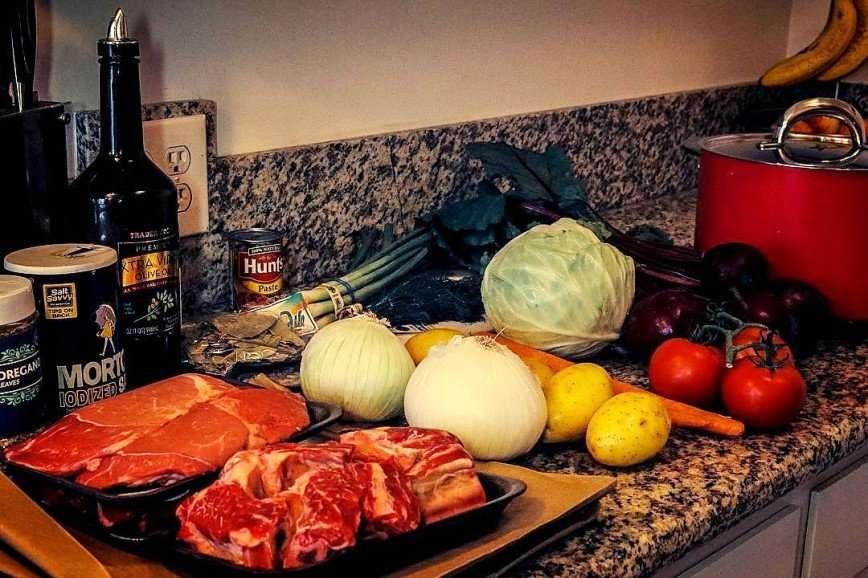 -Не помешало бы закусить салом-: в сети обсуждают борщ от Марии Погребняк