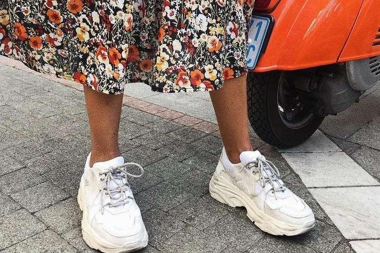Учимся сочетать кроссовки и платья: 10 лучших летних образов