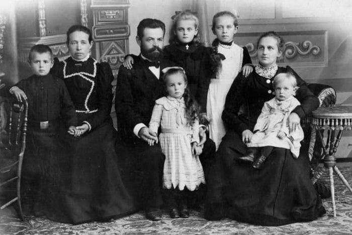 10 вещей, которые были обычным делом для наших прабабушек и прадедушек, а сегодня выглядят дико