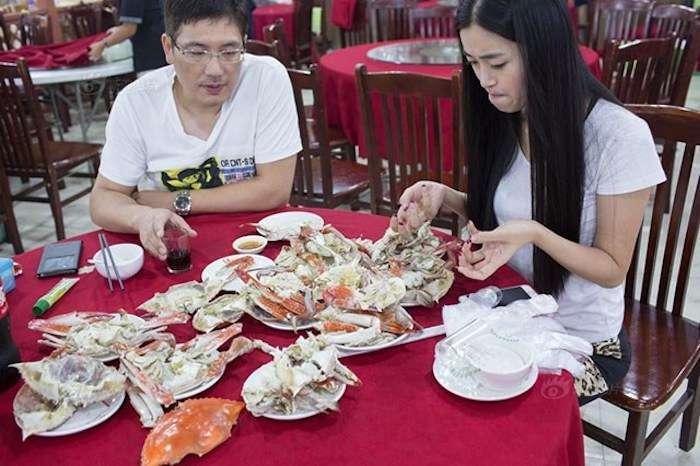 В ресторанах Китая появилась новая профессия, за которой красотки выстраиваются в очередь