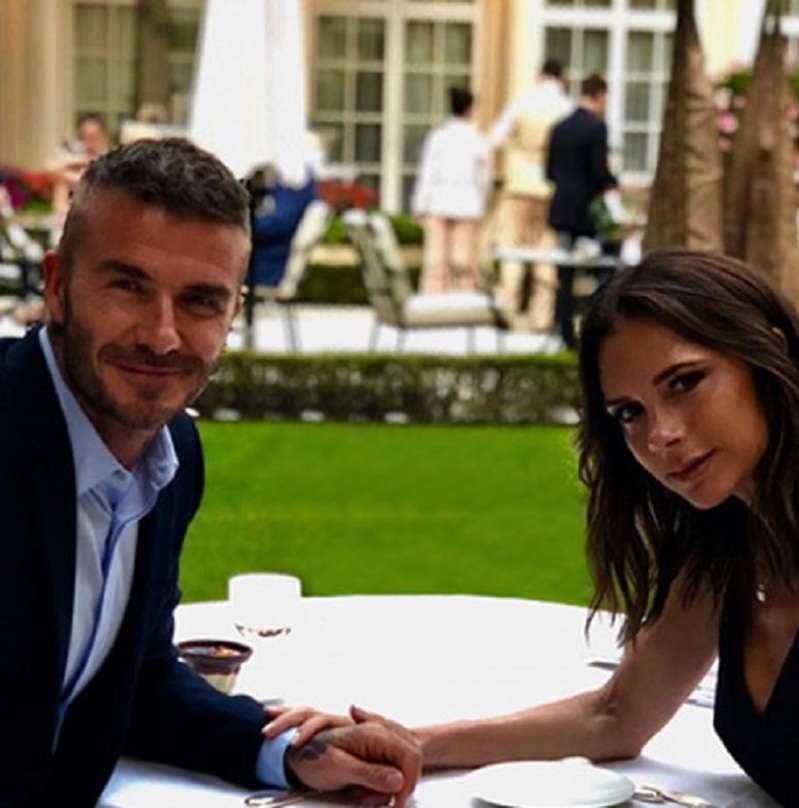 Столько лет вместе, а чувства свежи до сих пор! Виктория и Дэвид Бекхэмы отмечают годовщину свадьбы