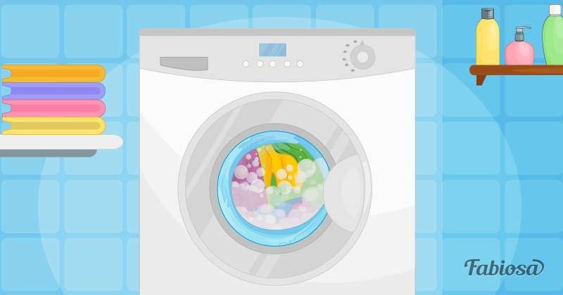 3-летняя девочка была заперта в стиральной машине, которая наполнялась водой. Мама предупреждает других родителей об опасности