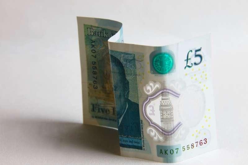 Совесть замучила? Британец вернул деньги за украденные шоколадки спустя 43 года
