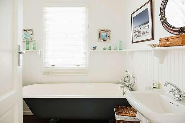 10 вещей, которые не стоит хранить в ванной (если они вам еще нужны)