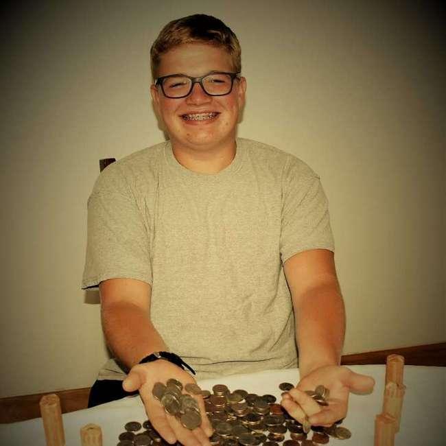 17-летний парень расплатился мелочью вресторане, инад ним посмеялись (Спойлер: теперь они обэтом жалеют)