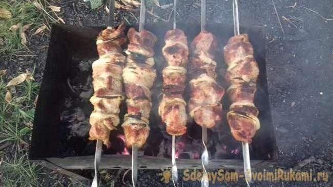 Как вкусно замариновать мясо на шашлык за 10 минут